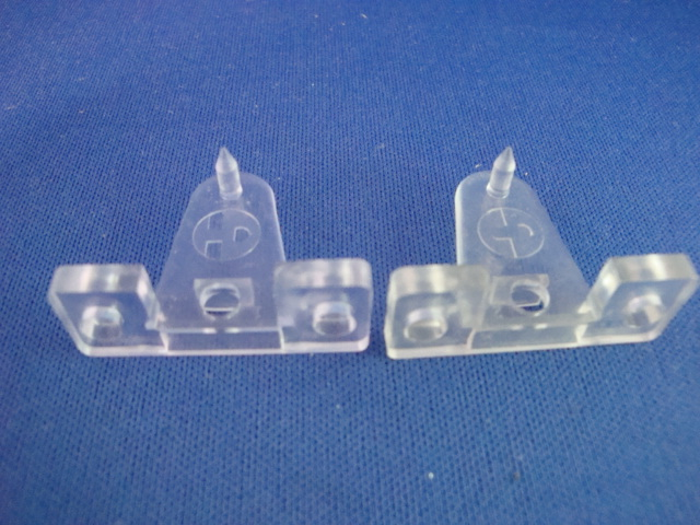 Triangle Shape w//pin-Pair Blind Parts Venetian Blind Hold down Brackets-Opaque